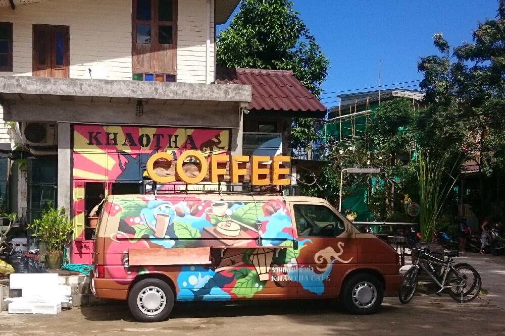 Khaotha Pai Eingang und Kaffee Truck