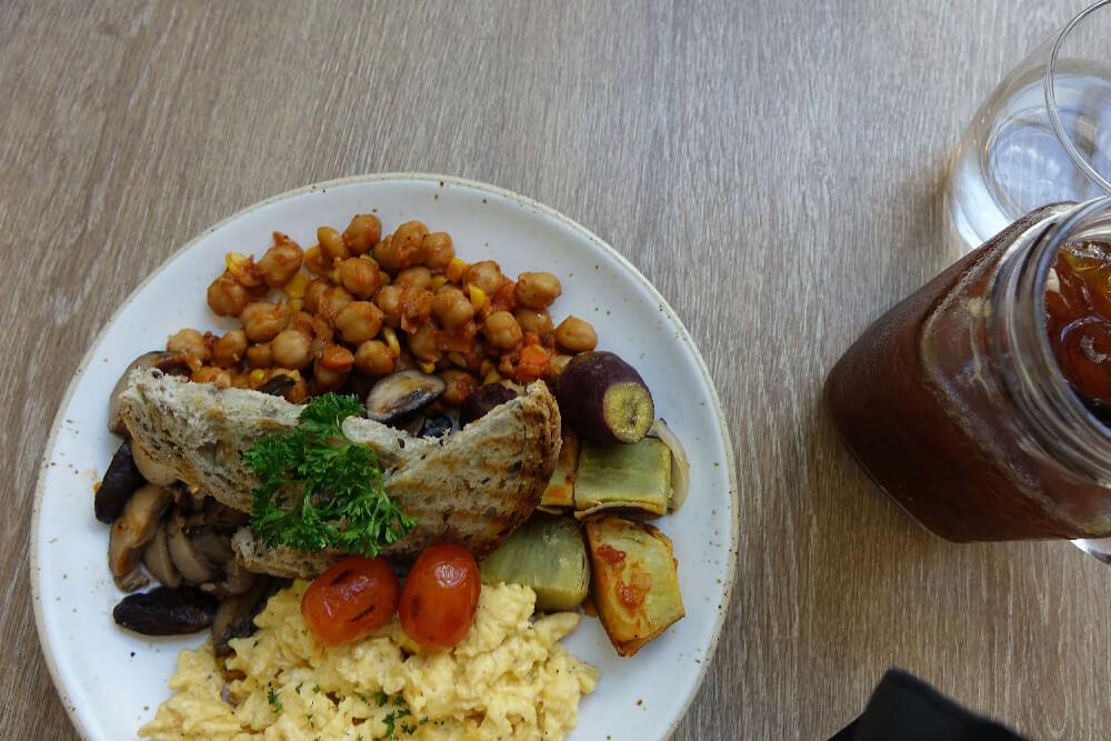 Brekkie Organic Cafe Fruehstueck von oben