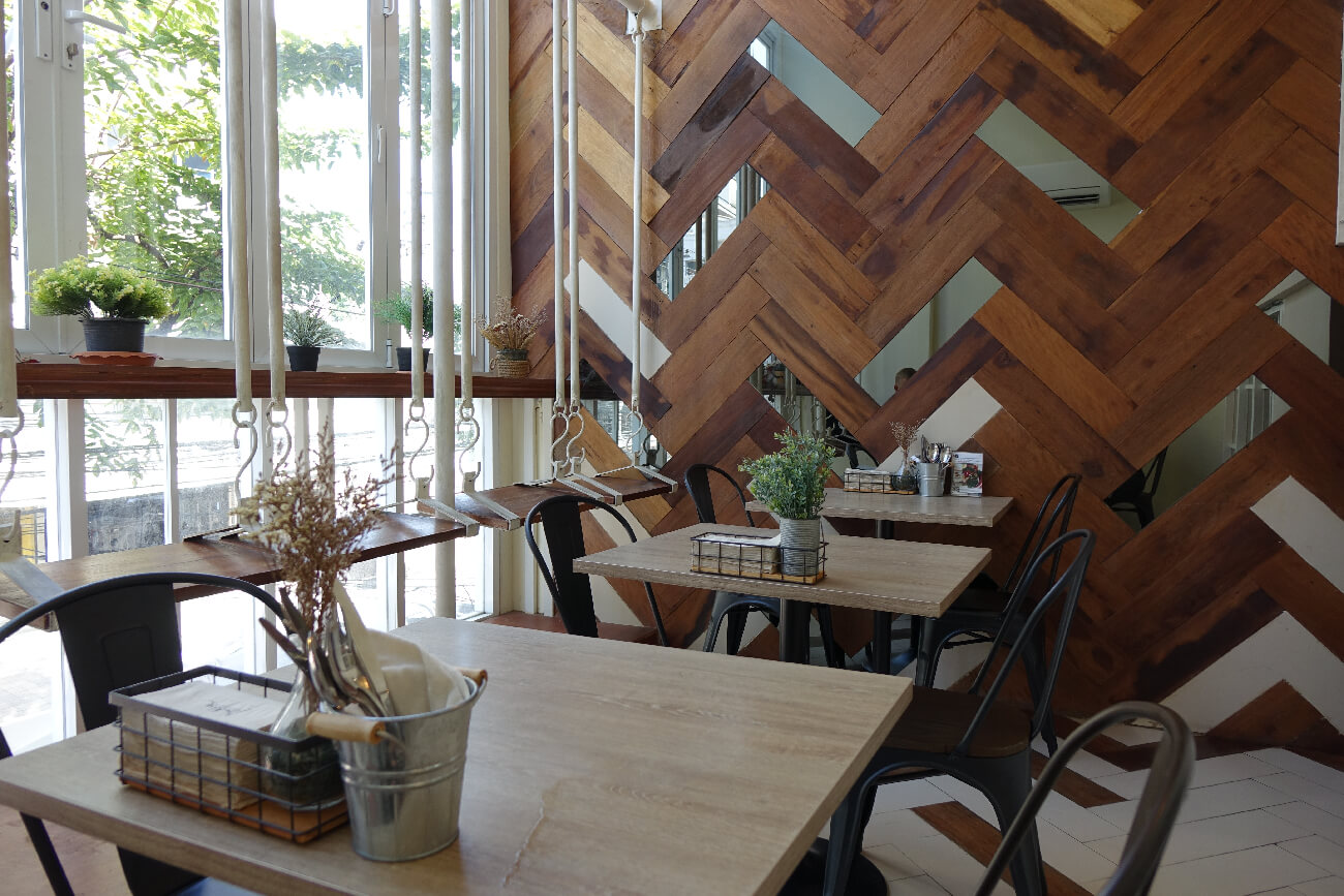 Brekkie Organic Cafe Interior