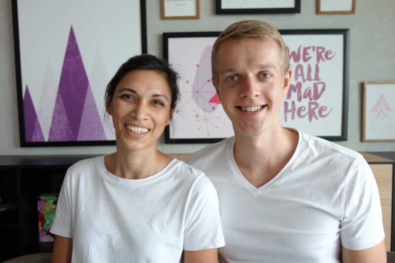 Portrait von Henning und Jamila lachend