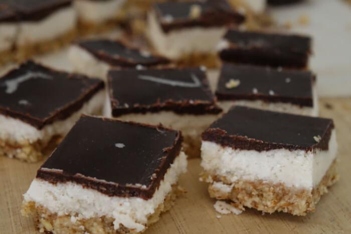 Backen mit Kokosoel: Kokos-Schoko-Mandel Riegel aus dem Gefrierfach