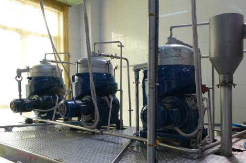 Zentrifugen in einer Kokosoel Produktionsanlage