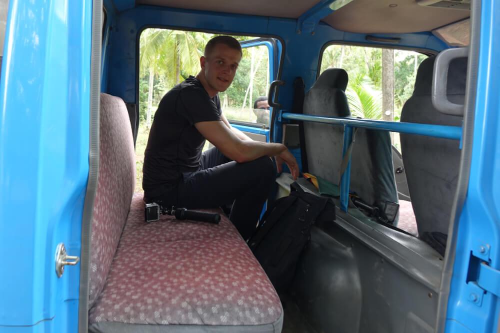 Henning im Truck auf einer Plantage