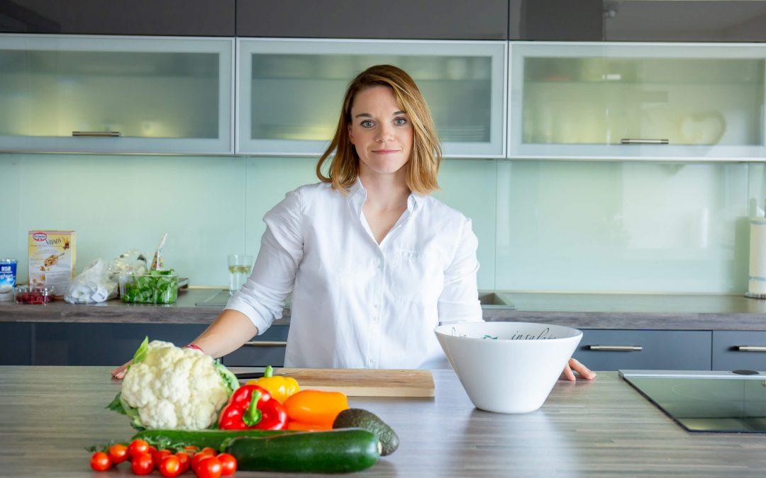 Voll auf die Nuss: Wie Kokosnussöl deine Gesundheit und Ernährung bereichert -Ernährungsexpertin Dr. Kathrin Vergin berichtet