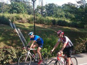 Belohnungsaufschub: Henning auf dem Fahrrad beim Duathlon in Singapur