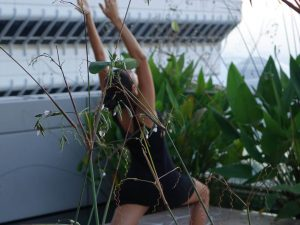 KOPFSACHE Gruenderin Jamila beim Yoga